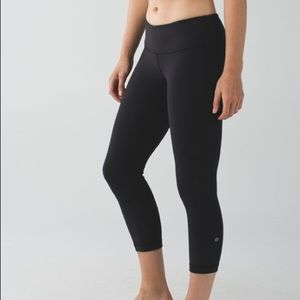Lululemon Black Wunder Under Cropped Leggings 4